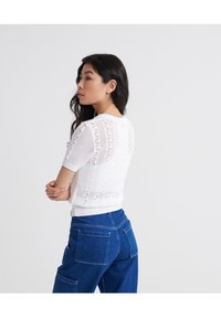 Superdry - BELLA POINTELLE - T-shirt imprimé - chalk white - 2