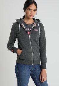 Superdry - LABEL ZIPHOOD - Zip-up hoodie - foggy charcoal marl - 0
