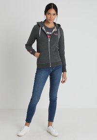 Superdry - LABEL ZIPHOOD - Zip-up hoodie - foggy charcoal marl - 1