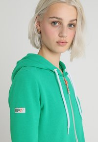 Superdry - ATHLETIC ZIPHOOD - Bluza rozpinana - city green - 3