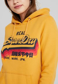 Superdry - RAINBOW SHADOW - Jersey con capucha - golden yellow - 4