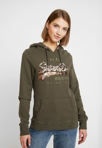 Superdry - LOGO OMBRE SEQUIN ENTRY HOOD - Jersey con capucha - washed khaki - 0