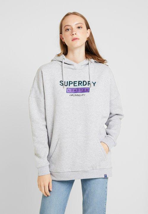 Superdry NINETIES APPLIQUE HOOD - Bluza z kapturem - mid grey marl Odzież Damska XEVV-EN4 ZMNIEJSZONE O 50%