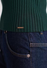 Superdry - Strikkegenser - green - 5
