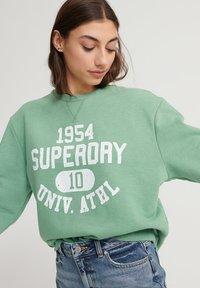 Superdry - CLASSIC VARSITY - Sweatshirt - varsity green - 3