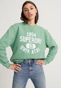 Superdry - CLASSIC VARSITY - Sweatshirt - varsity green - 0