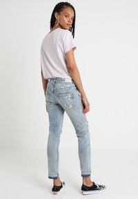 Superdry - RILEY GIRLFRIEND - Relaxed fit jeans - cove blue - 2