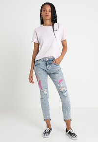 Superdry - RILEY GIRLFRIEND - Relaxed fit jeans - cove blue - 1