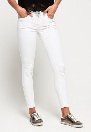 CASSIE - Slim fit -farkut - white