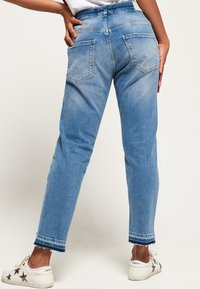 Superdry - RILEY GIRLFRIEND - Relaxed fit jeans - cruiser blue - 2