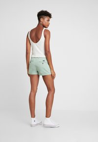 Superdry - Shorts - frosty gree - 2