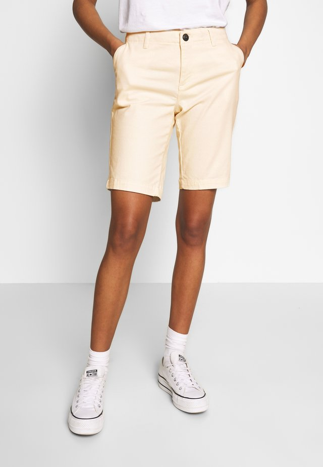 CITY CHINO SHORT - Shorts - oyster