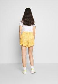 Superdry - SUMMER BEACH - Shorts - yellow - 2