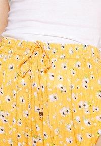 Superdry - SUMMER BEACH - Shorts - yellow - 4