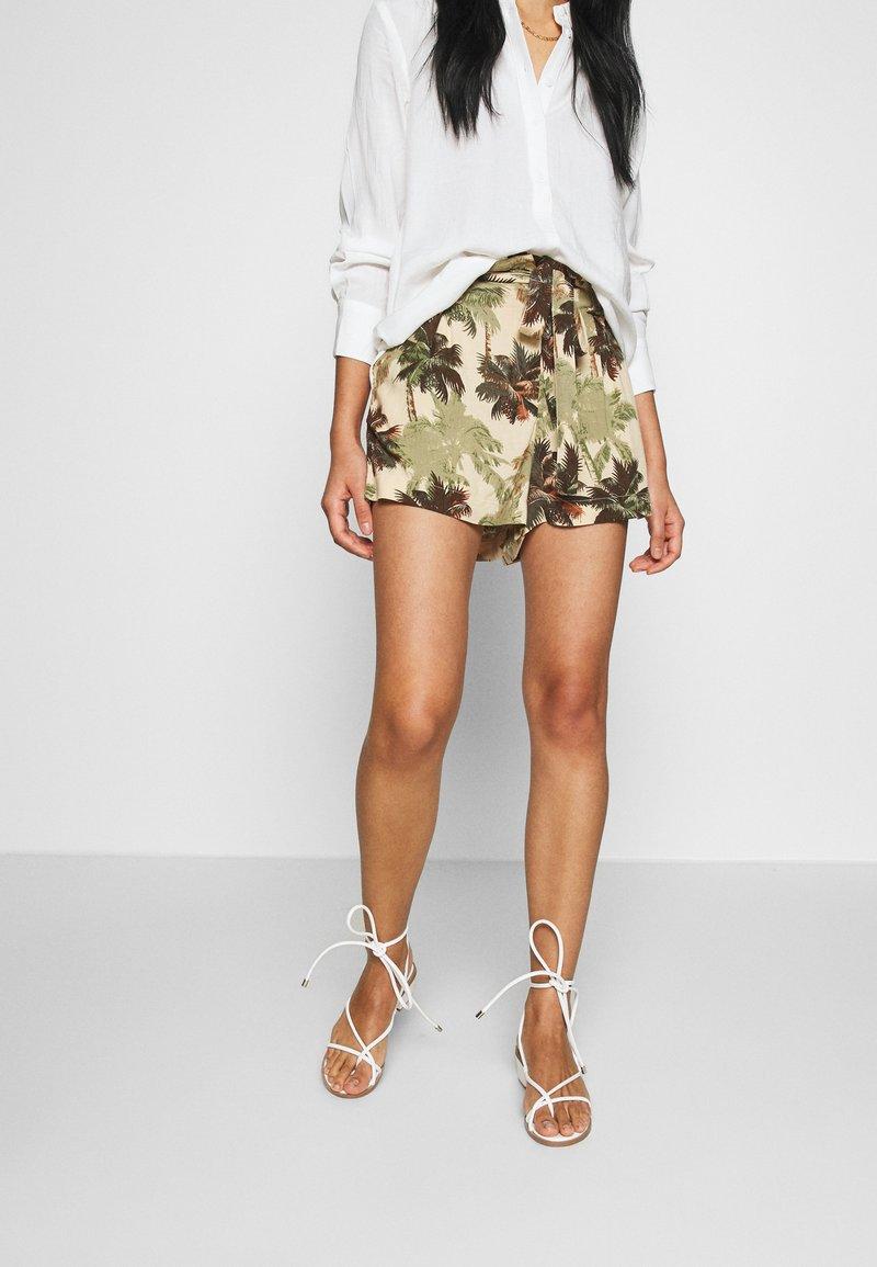 Superdry - DESERT STRIPE - Shorts - brown palm
