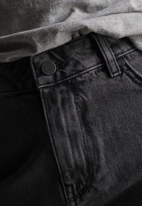 Superdry - CUT-OFF  - Szorty jeansowe - washed black - 4
