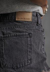 Superdry - CUT-OFF  - Szorty jeansowe - washed black - 6