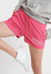Superdry - SUPERDRY TRACK & FIELD SHORTS - Shorts - fuchsia - 3