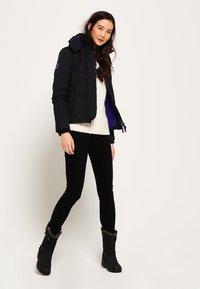 Superdry - POP ARCTIC  - Light jacket - noir/framboise - 1
