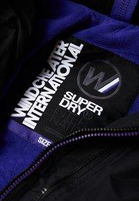 Superdry - POP ARCTIC  - Light jacket - noir/framboise - 4