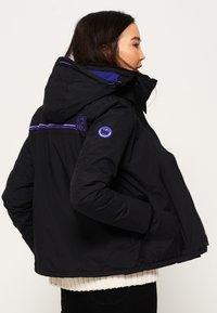 Superdry - POP ARCTIC  - Light jacket - noir/framboise - 2