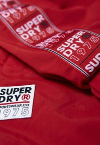 Superdry - Cortaviento - deep berry