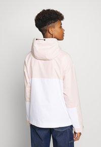 Superdry - ESSENTIALS OVERHEAD - Light jacket - peach whip - 2