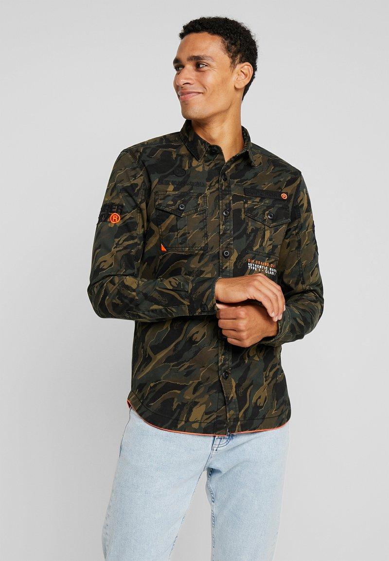 Superdry - MILITARY STORM - Camisa - khaki bias