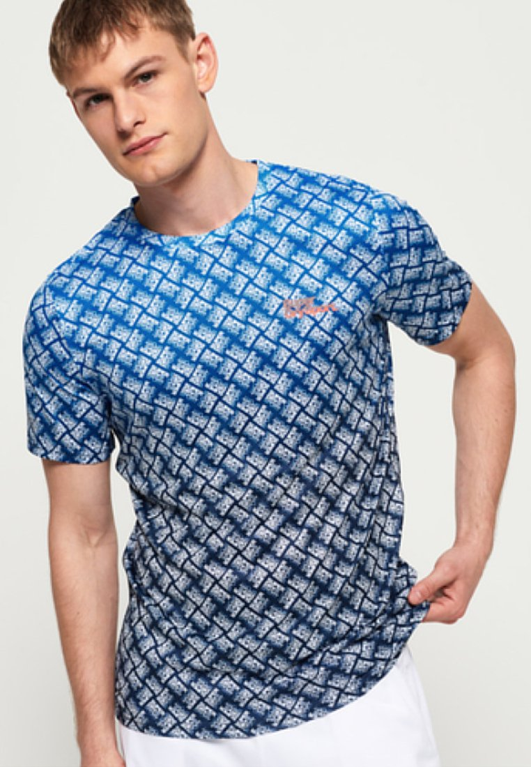 Superdry - EFFETTO SBIADITO ACTIVE OMBRE - T-Shirt print - blue
