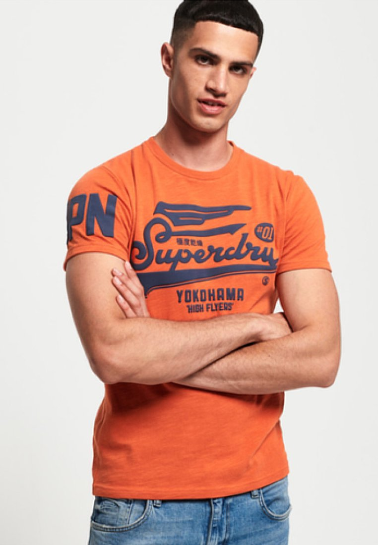 Superdry - HIGH FLYERS - T-Shirt print - frontier orange