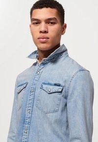 Superdry - Camisa - light blue - 3