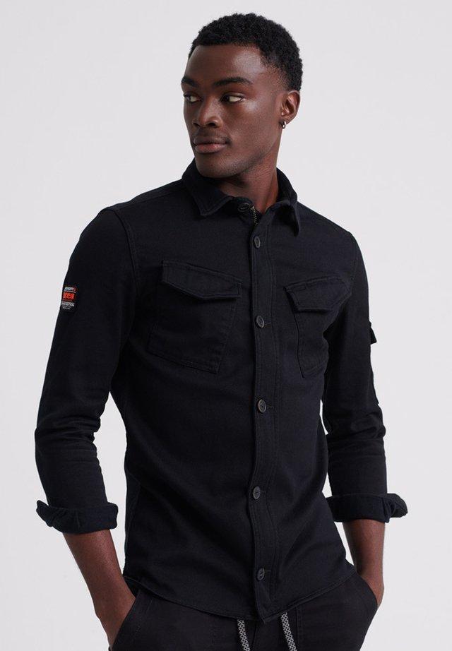 SUPERDRY PATCH PATROL LONG SLEEVED SHIRT - Overhemd - black