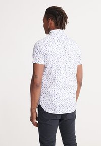 Superdry - SUPERDRY CLASSIC SHOREDITCH PRINT SHORT SLEEVED SHIRT - Shirt - white - 2