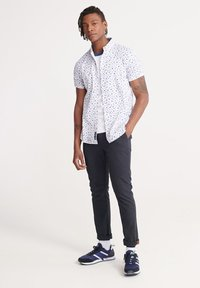 Superdry - SUPERDRY CLASSIC SHOREDITCH PRINT SHORT SLEEVED SHIRT - Shirt - white - 1