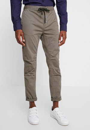 CORE UTILITY PANT - Broek - shadow grey