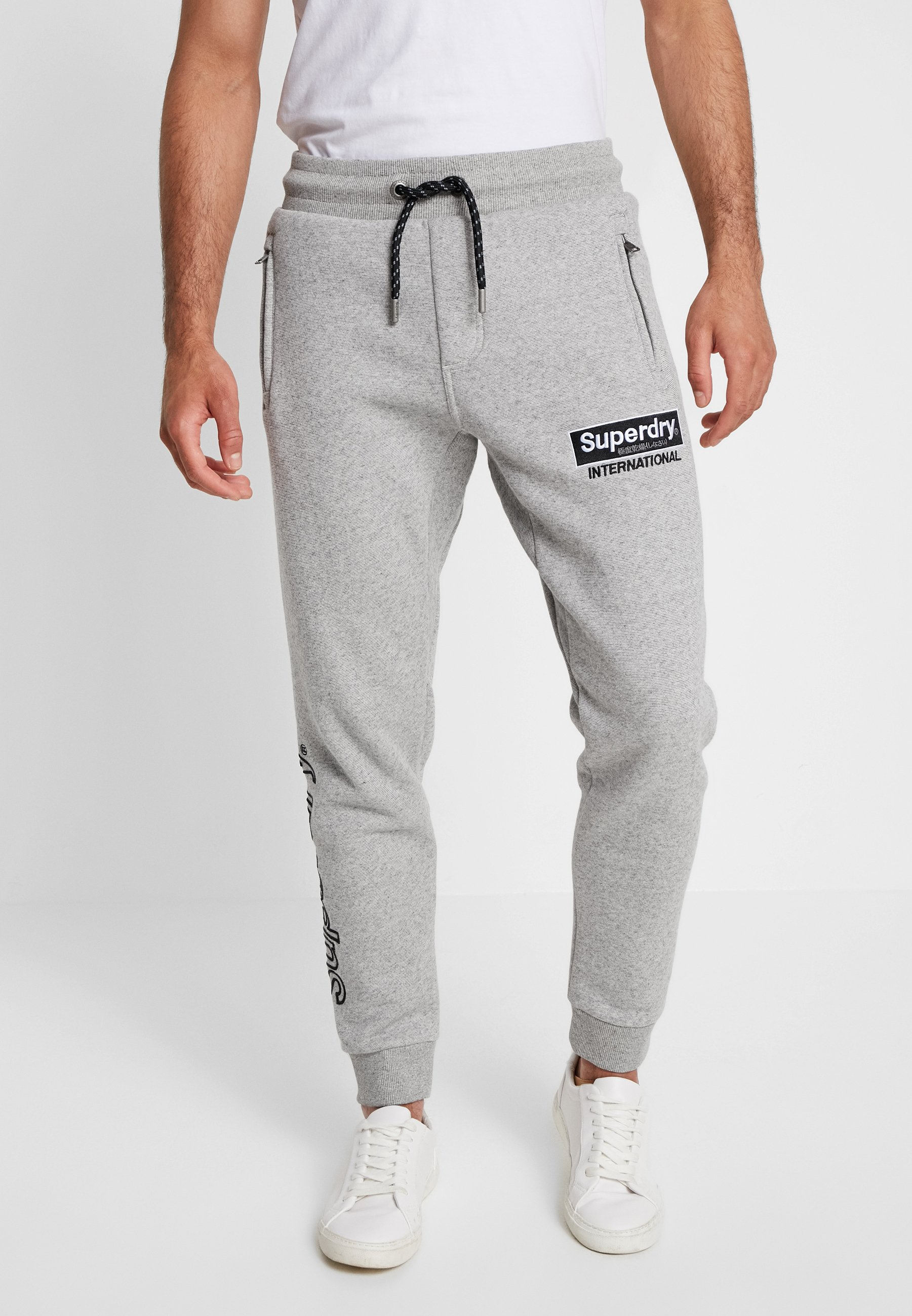 Applique JoggerPantalon Glass De International Superdry Silver Feeder Survêtement SUpqMGzV