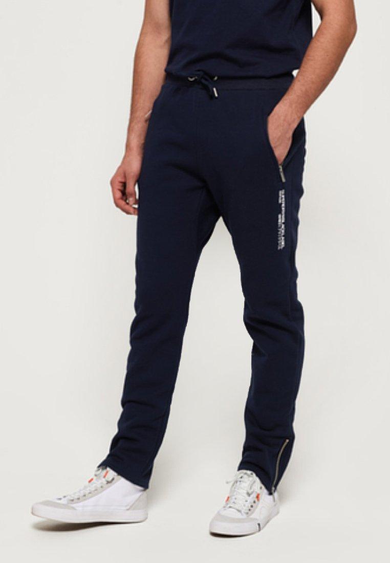 Superdry - BLACK LABEL - Pantalones - royal blue