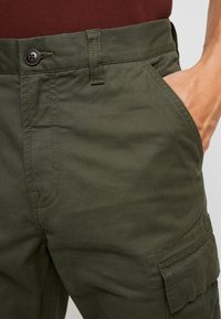 Superdry - RECRUIT FLIGHT GRIP - Cargohose - four leaf clover