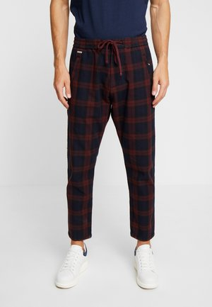 EDIT TAPER DRAWSTRING PANT - Kangashousut - red