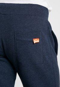 Superdry - ORANGE LABEL CLASSIC - Pantalon de survêtement - midnight blue feeder - 5