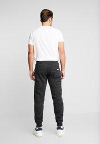 Superdry - CALI - Teplákové kalhoty - vast black space dye - 2