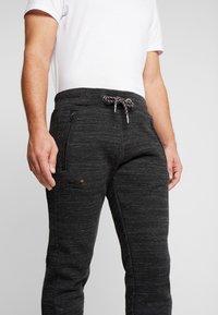 Superdry - CALI - Teplákové kalhoty - vast black space dye - 4