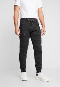 Superdry - CALI - Teplákové kalhoty - vast black space dye - 0