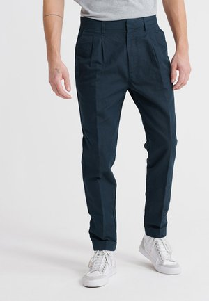 EDIT PLEAT - Chinos - chrome blue