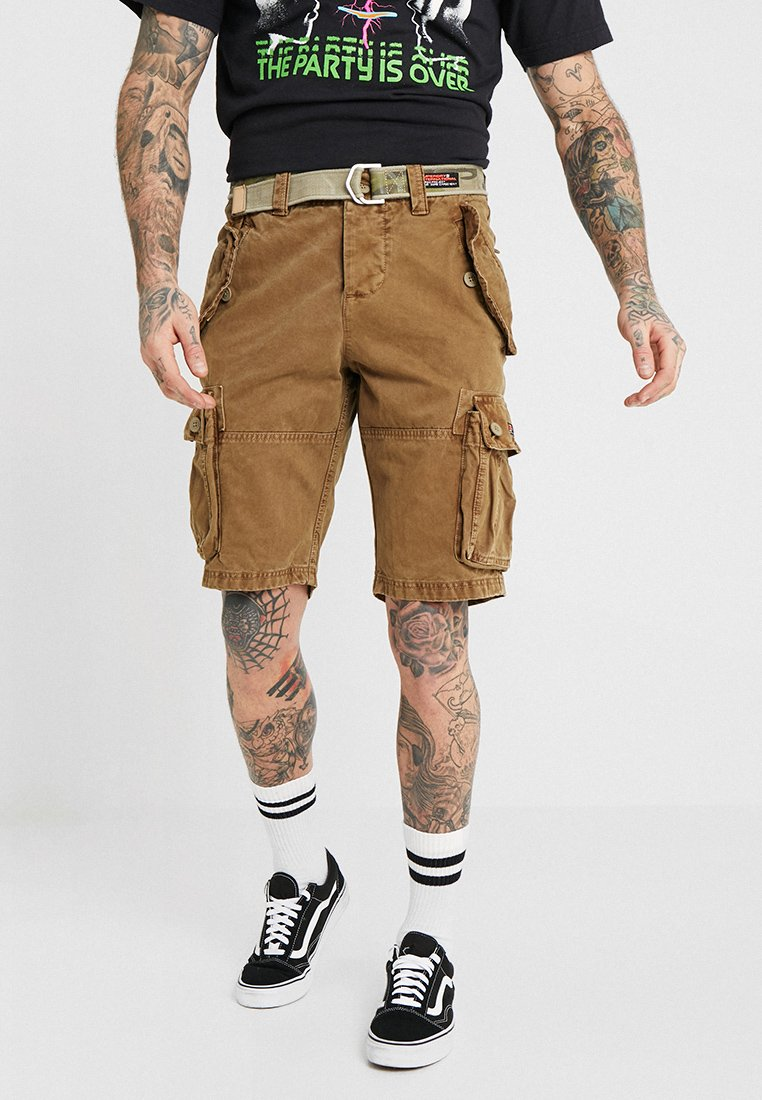 Superdry - CORE CARGO HEAVY - Shorts - jungle sand