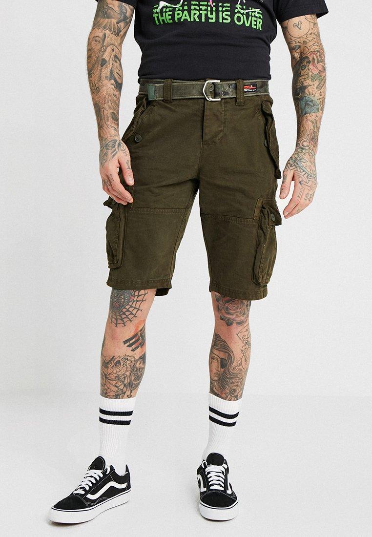 Superdry - CORE CARGO HEAVY - Shorts - canopy green