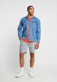 Superdry - SUNSCORCHED - Shorts - blue/white/orange - 1