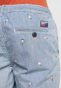 Superdry - SUNSCORCHED - Shorts - blue/white/orange - 6