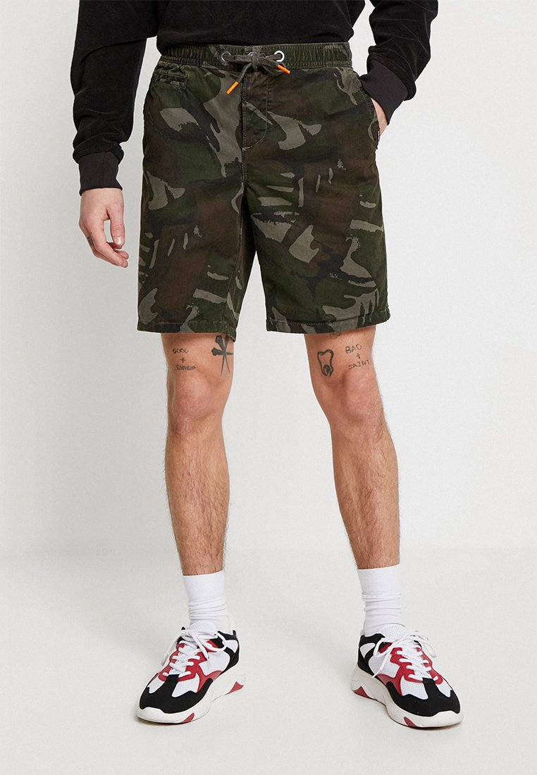 Superdry - SUNSCORCHED - Shorts - forest outline camouflage