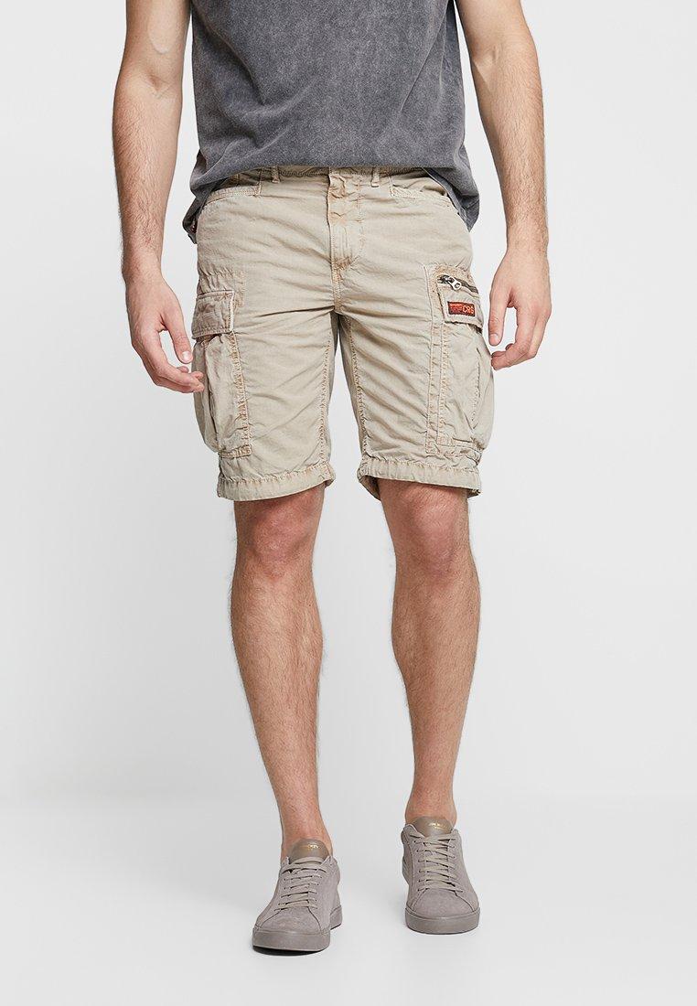 Superdry - PARACHUTE - Shorts - sand